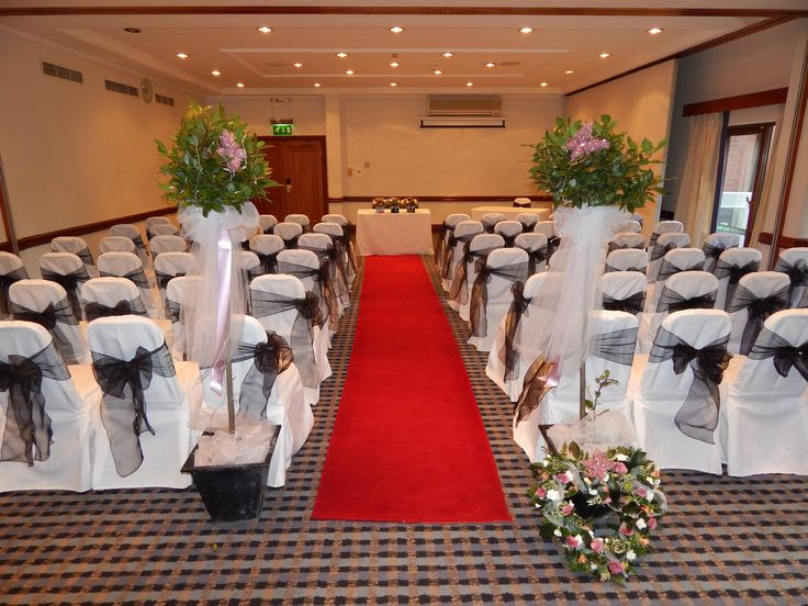 Decorated Bay trees adorning the aisle with a remembrance wedding wreath, Holiday Inn, Hull Marina.