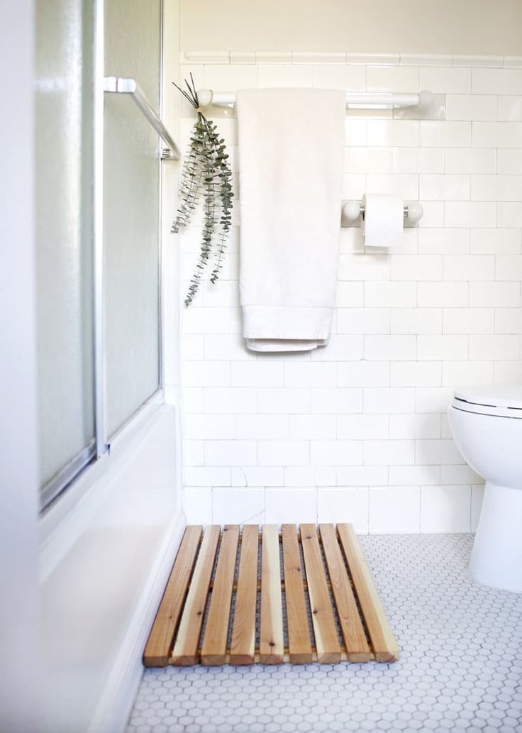 Easy Upgrade: The Best Wooden Bathmats   Apartment Therapy
