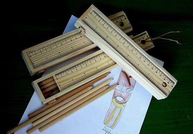 Ahşap kutu içerisinde renkli kuru boya seti Ahşap kalem kutusu içerisinde renkli kuru kalem setiKapak sürgülüdür.Kapağın ön yüzü.... 111614