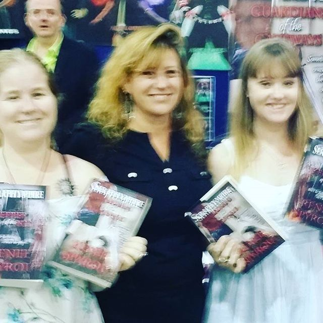 A big thank you goes out to these two lovely ladies who purchased my #Seraphympire #novels @ the #Brisbane #Supanova2016 last weekend Thank you again, @kmurf85 I hope you & your fiend enjoy reading my books. 😆❤ 📖📚
