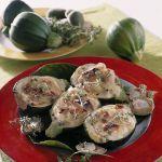 Le zucchine ripiene alle mandorle sono un contorno dagli accostamenti insoliti, confortante per il palato. Scopri la ricetta di Sale&Pepe.