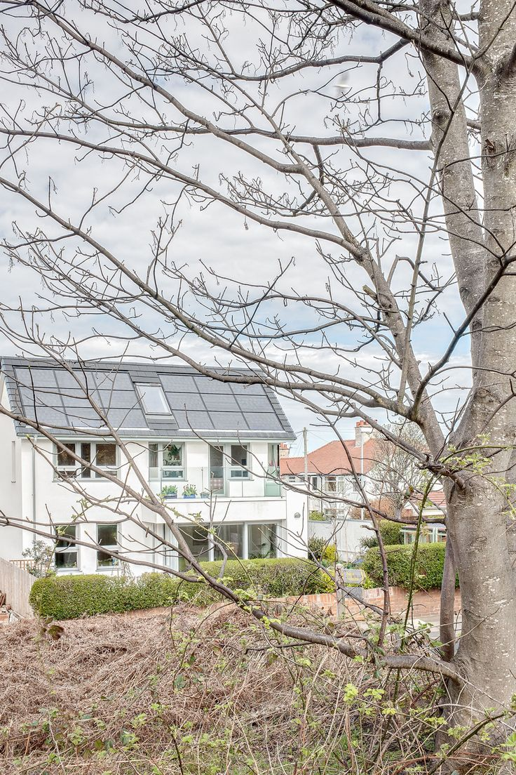 This Solar Home In England Costs Just $2 A Month To Run   - ELLEDecor.com