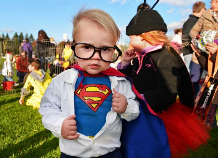 Ridiculously Photogenic Kid Owns Superman Halloween Costume