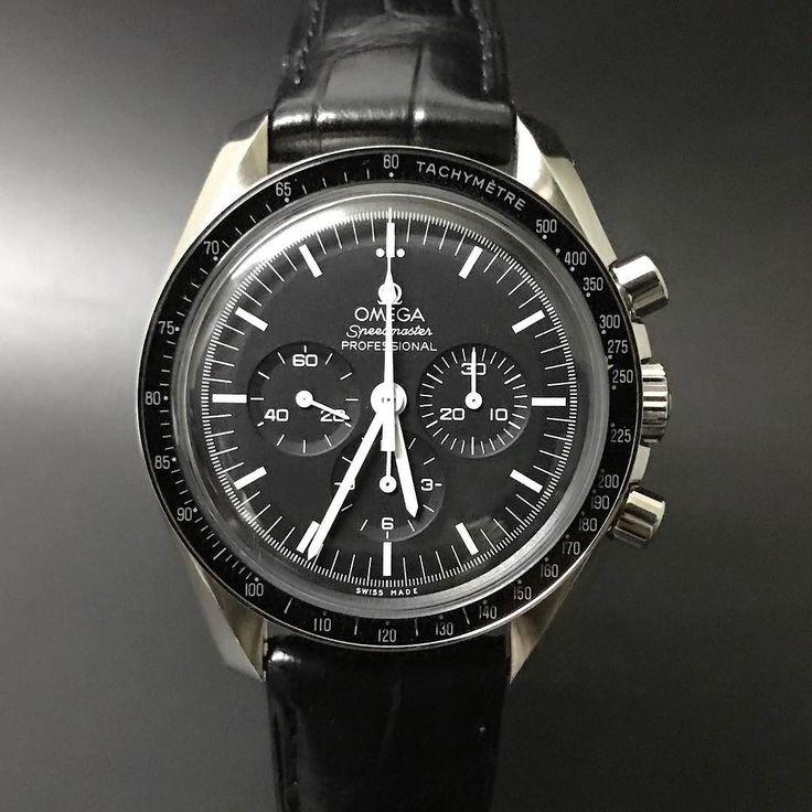 Omega Speedmaster Professional Moonwatch. #watchporn #watchmania #wristwatch #watchoftheday #timepiece #secondhand #instawatch #secondoriginalwatch #jamtanganseken #preownedwatch #luxurywatch. www.mulialegacy.com
