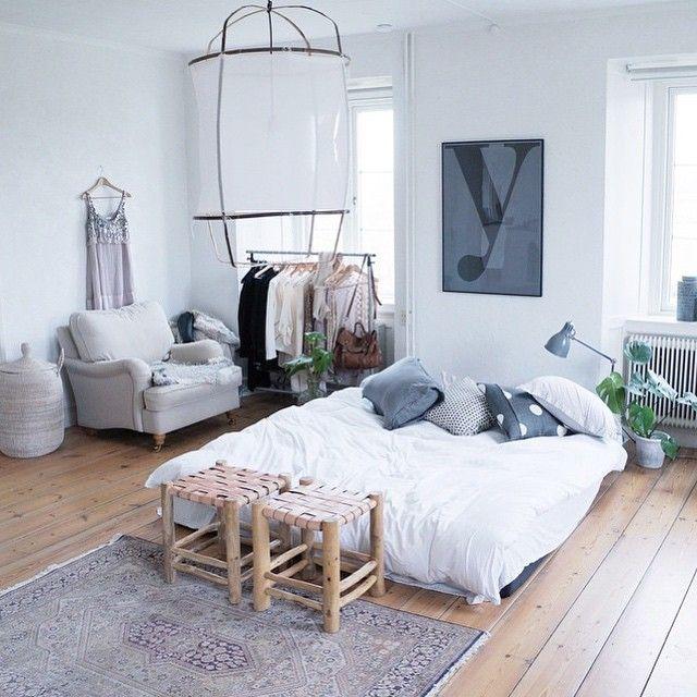 För er som än inte hittat till denna sköna tjej @sofienordenberger vill jag säga: Do it!;) Hon har ett underbart hem på Gotland och en fantastisk webshop #ohliving ! ♡ #sfs#interior#interiör#inredning #sovrum #inspiration #bedroom #interiorinspiration #interiorstyling  #onetofollow