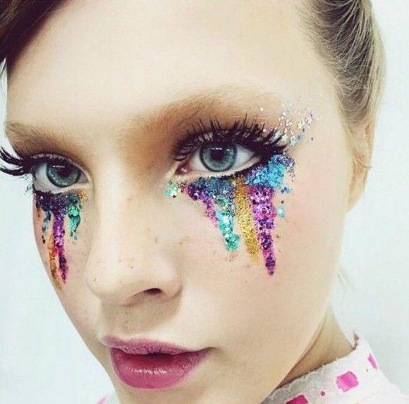 Stunning carnival sparkle and glitter make up idea http://Juliapetit.com.br