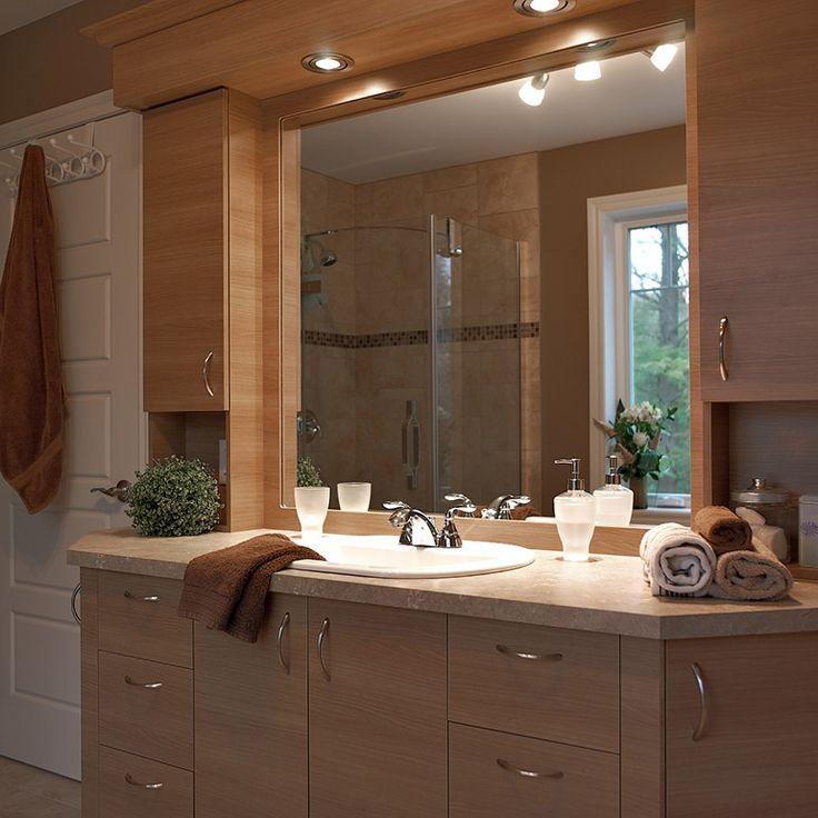 Salle de bain style classique avec comptoir en stratifié