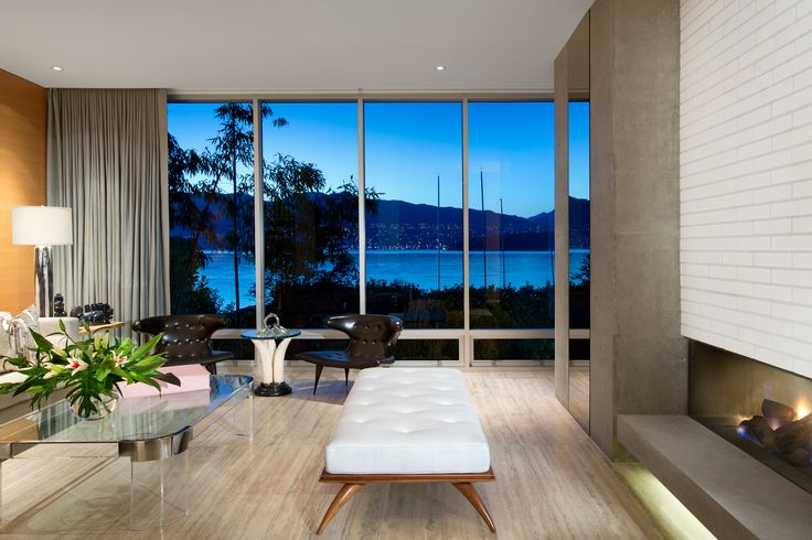 Living Room with a view.  By: Zacharko Yustin Architects Incorporated Photo: Ema Peter Photography