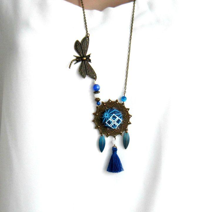 Sautoir bohème chic bronze et bleu, libellule, cabochon coton, feuilles, pompon : Collier par color-life-bijoux