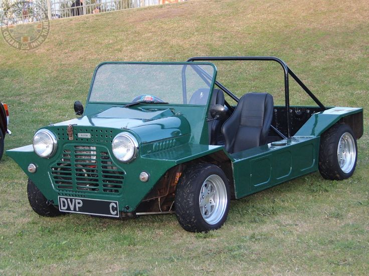 It never fails to amaze me how the simplest mods to a Moke make such a difference to its look. Take this Moke'in Around Monday beauty, a couple of inches off the screen, bonnet bulge, roll bar & chunky alloys makes a cool racey looking street Moke!