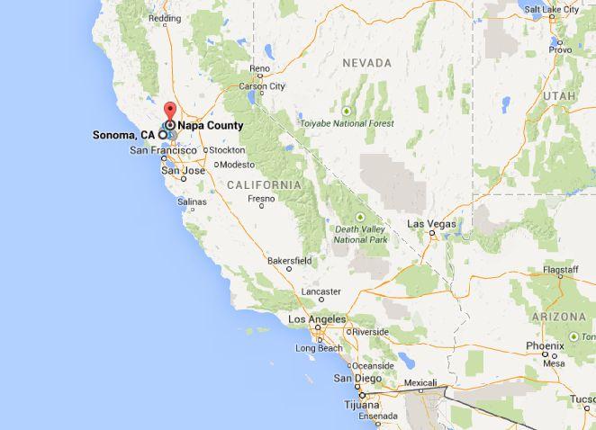 """ENTENDENDO AS DUAS REGIÕES  Os dois vales """"gêmeos"""", como foram apelidados (Napa Valley e Sonoma Valley), são, juntos,a2ª atração mais visitada da Califórnia (ficando atrás apenas daDisneyland). Estão no norte da Califórnia e ficambem pertinho de San Francisco, a apenas 1h30 de carro. São mais de 400 vinícolasproduzindo os melhores vinhos dos Estados Unidos e alguns dos melhores vinhos do mundo. Ou seja, se for aSF, já sabe: essa é uma """"esticadinha"""" que você não pode deixar de fazer…"""