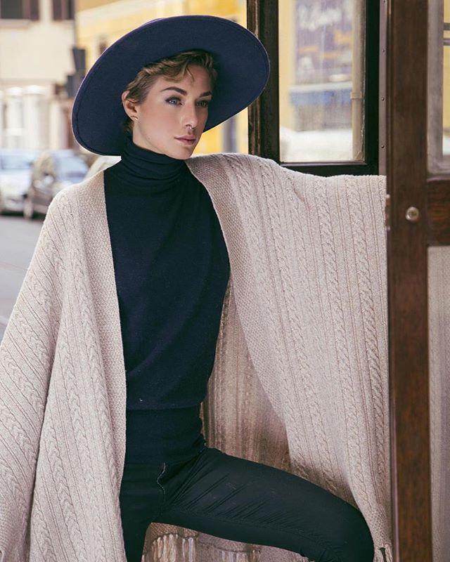Wood interiors of a tram and her elegance. Cashmere cloak 120%. Model: @elenabonamico  Ph: @iconize  #120percento #120cashmere #120 #wintercollection #cashmere #cloak #tram #milano #model #fashion #shooting #iconize #elenabonamico #fashionwoman #fashionblogger #icon #ootd #look #outfit #elegance #femininity #fw #fall #falloutfit #wintermood