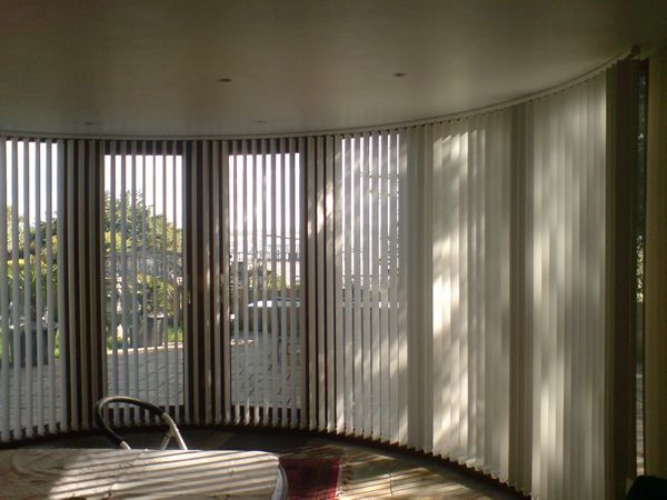 Bow window treatments bay windows curved blinds blinds for Curved bay window