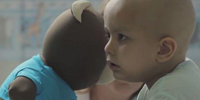 Veja como um urso de pelúcia e uma ideia brilhante estão mudando a rotina de crianças com câncer