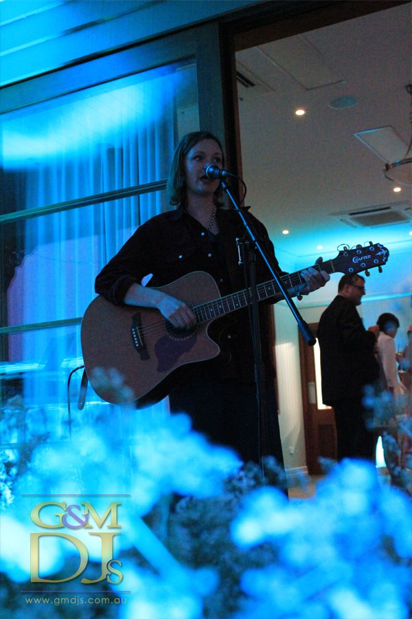 Beautiful live music with blue wedding lighting @spicersretreats  | G&M DJs | Magnifique Weddings #gmdjs #magnifiqueweddings @gmdjs #spicershiddenvale