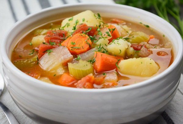 طريقة عمل شوربة الخضار بالكرفس طريقة Recipe Vegan Vegetable Soup Vegetable Soup Recipes Chunky Vegetable Soup