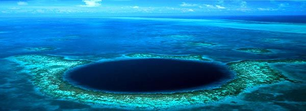 The Blue Hole in Belize... Gotta dive there one day