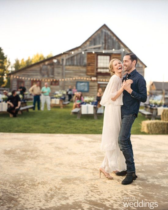 We love the vintage-inspired #wedding dress that Kate Bosworth wore as she tied the knot in a country-chic wedding. What do you think?Michael Polish, Wedding Dressses, Rehearsal Dinner, Country Wedding, Kate Bosworth, Dresses, Katebosworth, Martha Stewart, Barns Wedding