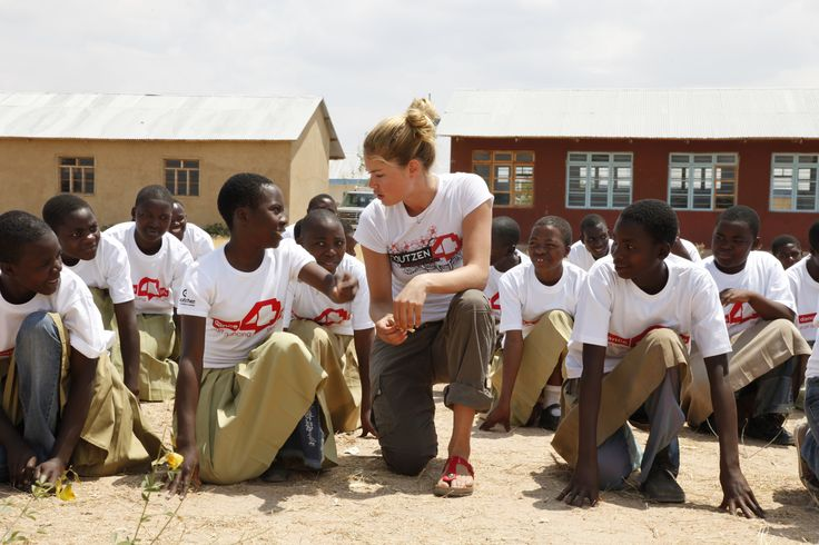 Doutzen Kroes in Tanzania in 2009 (Photo: Annelies Damen).