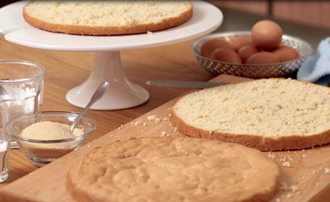 Se videoen og få Katrine Klinkens opskrift + trin-for-trin guide til at bage de perfekte lagkagebunde.