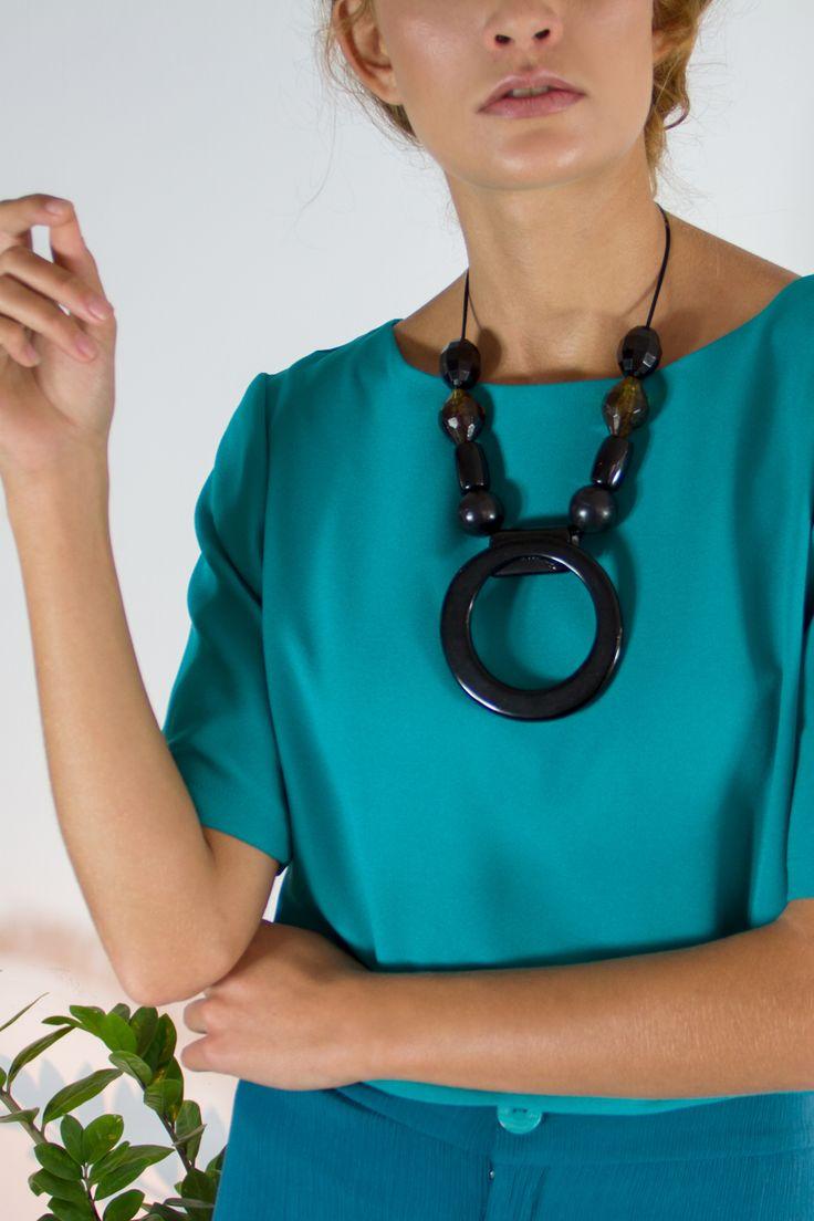 Maxi Colar Preto Praça Conceito -  Slow Fashion - Moda Consciente- Atemporal - Sustentável. | Colares, Maxi colar preto, Moda