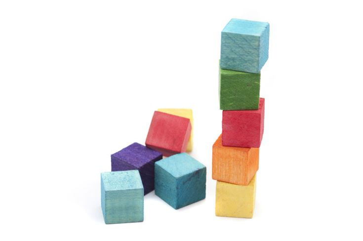 Stack The Blocks - A one minute party game for kids where they have to stack the wooden blocks on their head. Birthday party game.