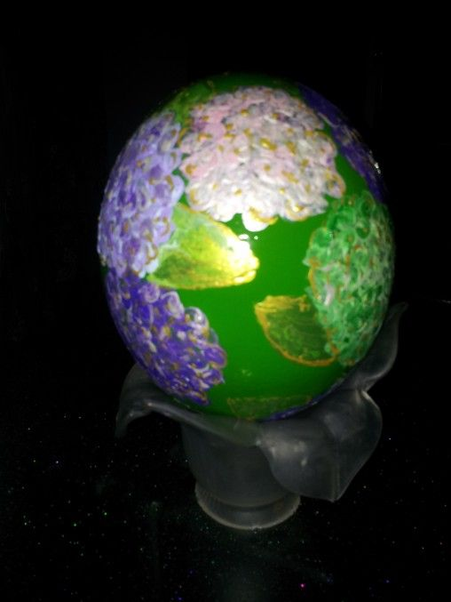 """""""Ortensie""""  - Uovo di struzzo, dipinto con acrilici"""