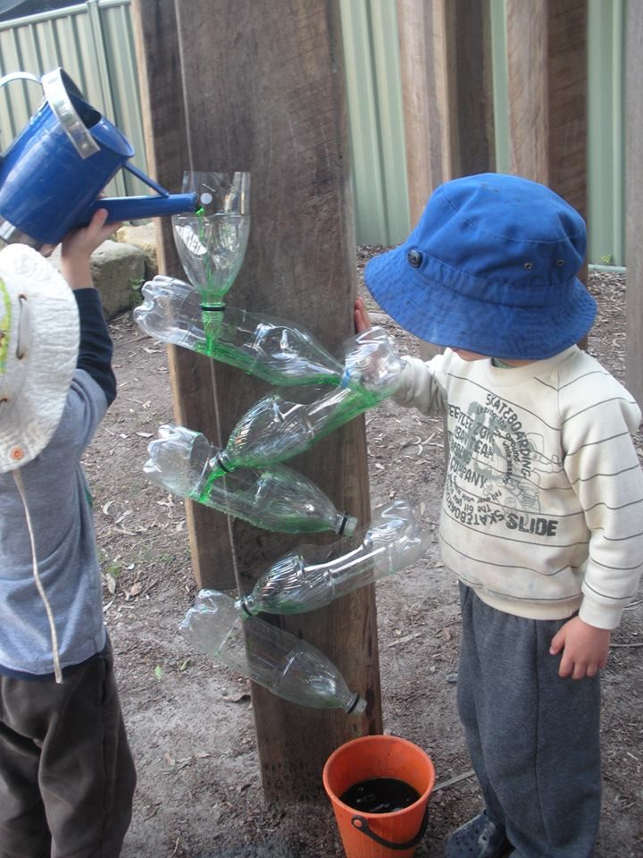Water play with recycled bottles at Karana Early Education Centre ≈≈ http://www.pinterest.com/kinderooacademy/sand-water-play/
