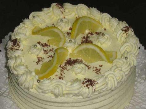 Ez a legigazibb citromtorta!!!Ahétvégén el is készítem. Hozzávalók 6 egész tojásból készült piskótatészta, amelyet 1/2 citrom reszelt héjával ízesítünk, és kihűtve 3 lapra vágunk. Citromkrém: 3 tojásfehérje, 20 dkg cukor, 15...
