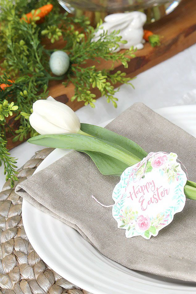 Free Easter Printable. Love the simple place setting with the tulip.   – Holidays