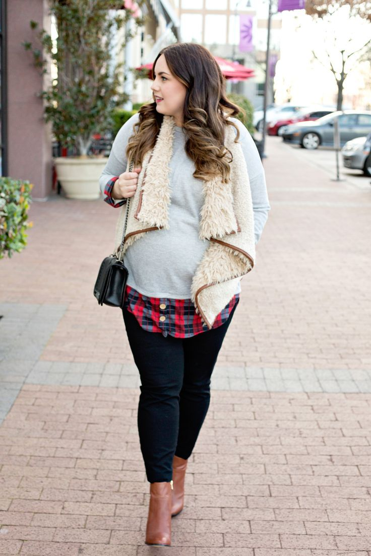 This comfy plaid tunic is perfect for any stage of pregnancy and can be paired with anything. See how this blogger styles the latest fashion during her pregnancy.