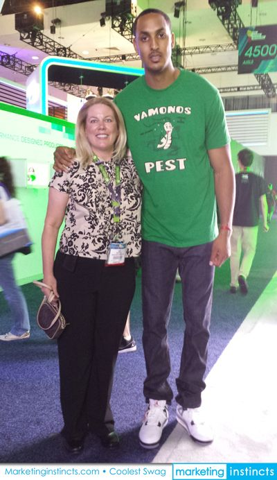 Marketing Instincts CEO Geri Fratello with LA Clippers Center, Ryan Hollins at the Xbox booth at E3! We can't wait to see you on the court next season Ryan! #laclippers #ryanhollins #e3 #xbox #marketinginstincts #coolestswag