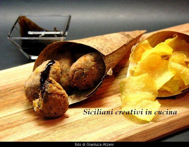 Crocchette di pollo lesso con chips di patate