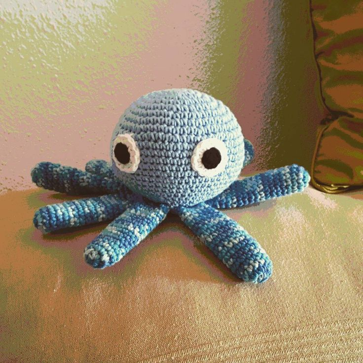 "3 Me gusta, 1 comentarios - Mari Carmen Lopez Bernal (@maricarmelact) en Instagram: ""Pulpo molón, patrón de #lalalatoys para #diycondmc  #amigurumi #amano #crochet #ganchillo"""