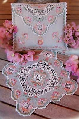 Create a lovely doily and a Stitching Purse with this pattern. The stitch counts are: Stitching Purse: 252 x 552, Doily: 312 x 312. The designer uses Freccia de Anchor threads. DMC threads have been substituted. #stitching #needlework #embroidery