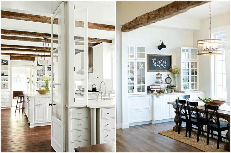 Контрастные деревянные балки на белой кухне