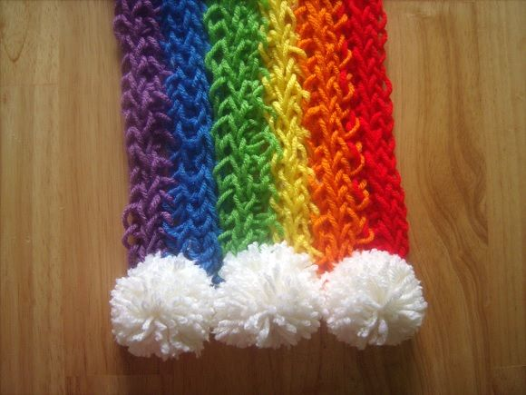 How to Create Finger Knitted Scarfs - DIY - by All Day Chic  --  http://alldaychic.com/how-to-create-finger-knitted-scarfs-diy/