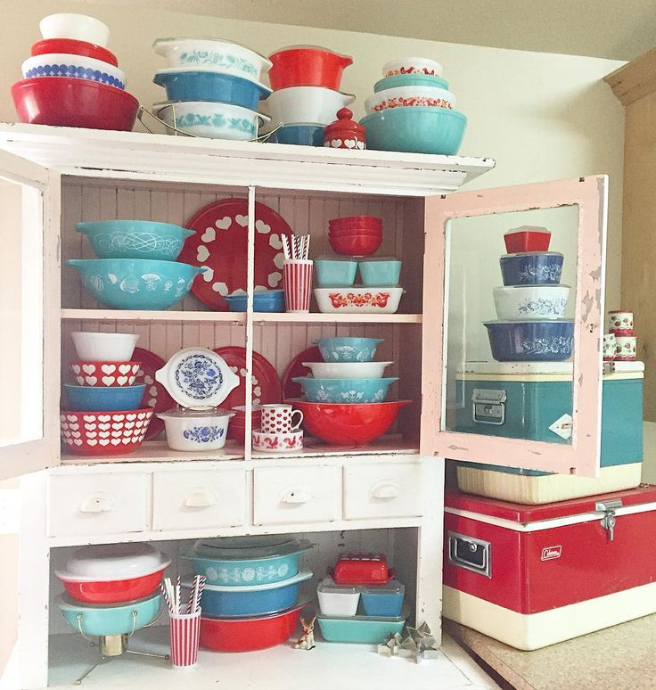 4th of July Pyrex Display 2016  Patriotic Pyrex @beehivevintagelove