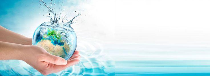 Agua Desmineralizada Se eliminan sales y minerales por su baja conductividad tiene óptimos usos a nivel de industria cosmética, farmacéutica, también para agua de Baterias, calderas y planchas a vapor.
