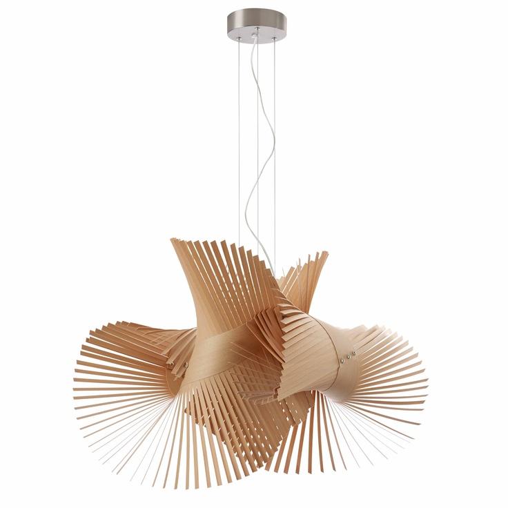 Modelo Mini Mikado. Esta lámpara tiene una forma orgánica, dinámica y espectacular. Realizada a mano con tiras de chapa de madera tratada proporciona un interesante juego de luces, sombras y formas. Bombilla 1x20w no incluida. Plazo de entrega 3 semanas. Pedidos en http://www.muebleate.com/beta/index.php?p=60=11=55=Muebles-de-Decoración/Lámparas-de-suspensión/