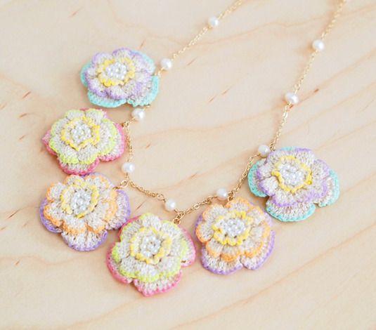 レース編みのお花のネックレス