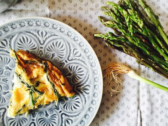 Wild asparagus frittata with fresh garlic!