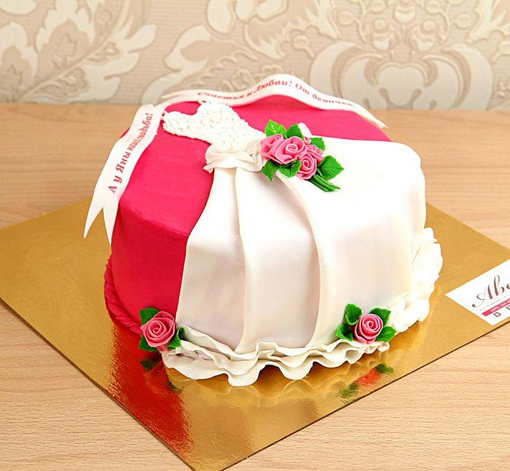 """Прощание с девичеством в кругу подруг распространено во многих странах мира. Но у всех проводятся разные обряды. В последнее время стало модным дарить невесте символичный #праздничныйторт. В связи с этим мы предлагаем вам наш эксклюзивный торт """"Платье невесты"""" - необходимый #подарок для невесты в канун ее самого важного события в жизни!  С радостью изготовим, а если вы пожелаете то и доставим, этот #тортик весом от 2-х кг всего за 1950₽/кг.  Менеджеры #Абелло готовы помочь с выбором…"""