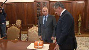 Сергей Шойгу показал Владимиру Путину «чёрный ящик» Су-24, найденный в Сирии (видео)