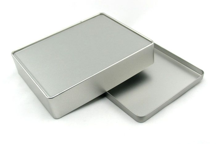 This Rectangular custom cookie tin case is developed to the coming Chrismas day. You can have your desired artwork or logo print on the surface, best show the holiday happiness and wishes. Made of 0.23mm first grade tin plate, it is durable and eco-friendly.