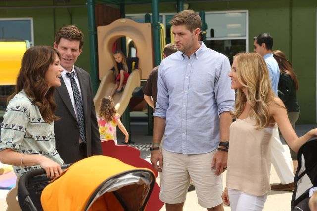 You Can't Not Laugh At Jay Cutler's Appearance With His Wife On The League http://www.chicagonow.com/bears-backer/2013/09/you-cant-not-laugh-at-jay-cutlers-appearance-with-his-wife-on-the-league/ #Chicago #Bears #FXX #NFL #football #Sports