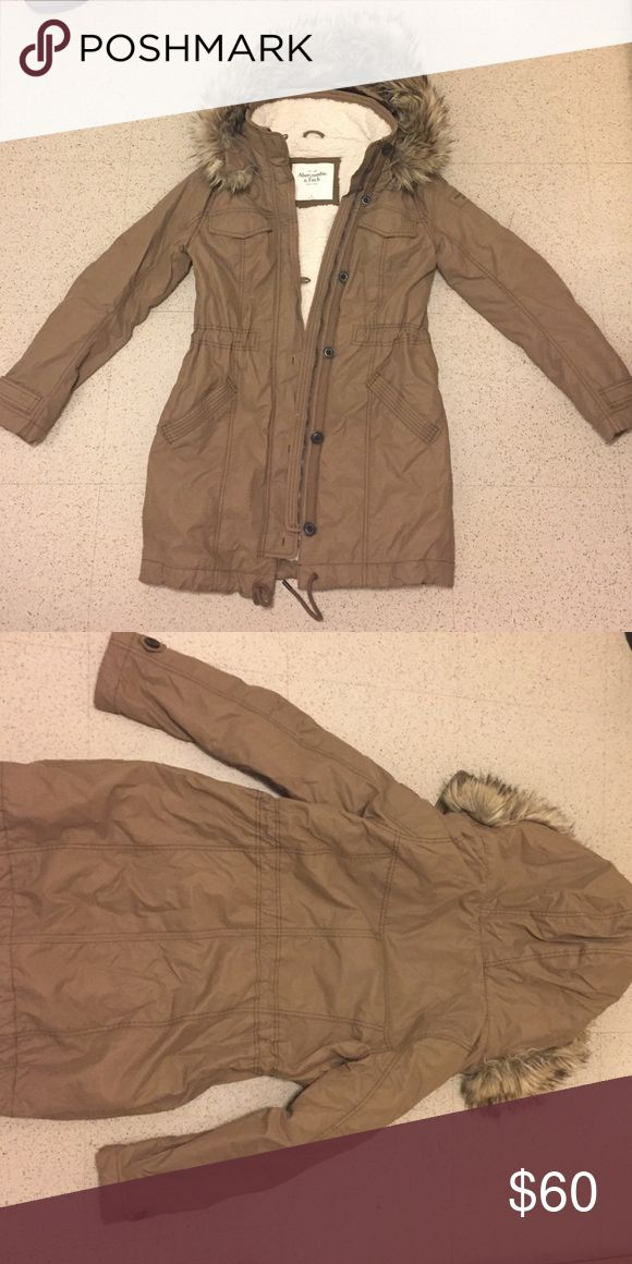 Abercrombie and Fitch Coat Olive green Abercrombie and Fitch coat. Abercrombie & Fitch Jackets & Coats Puffers