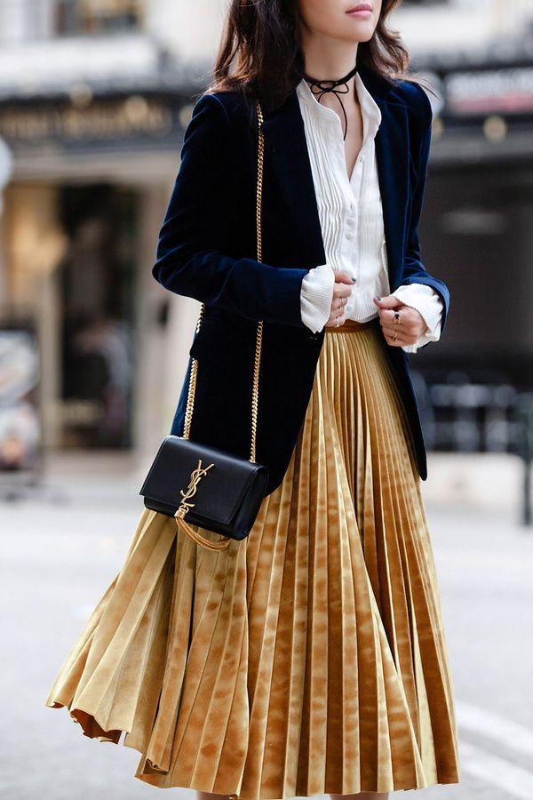 La jupe plissée midi revêt ses habits d'hiver en se déclinant en velours ras (photo FitFabFunMum)