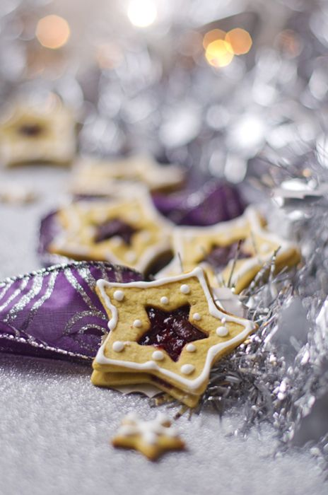 beautiful star shaped christmas cookies