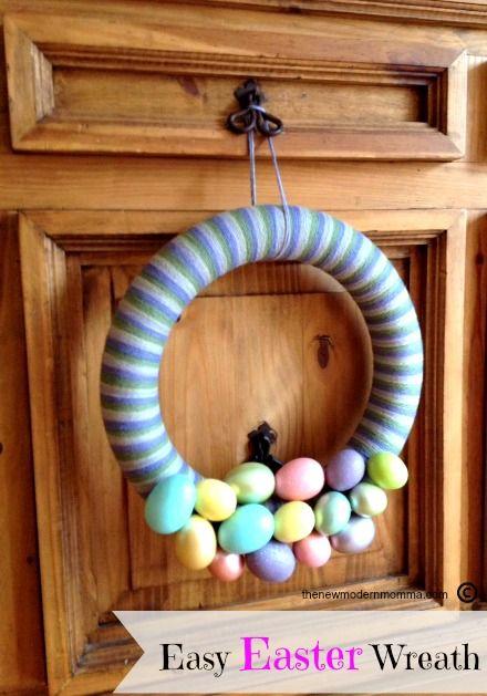 Easy Easter Yarn Wrapped Wreath via @thenewmodernmom #Easter #Crafts #DIY